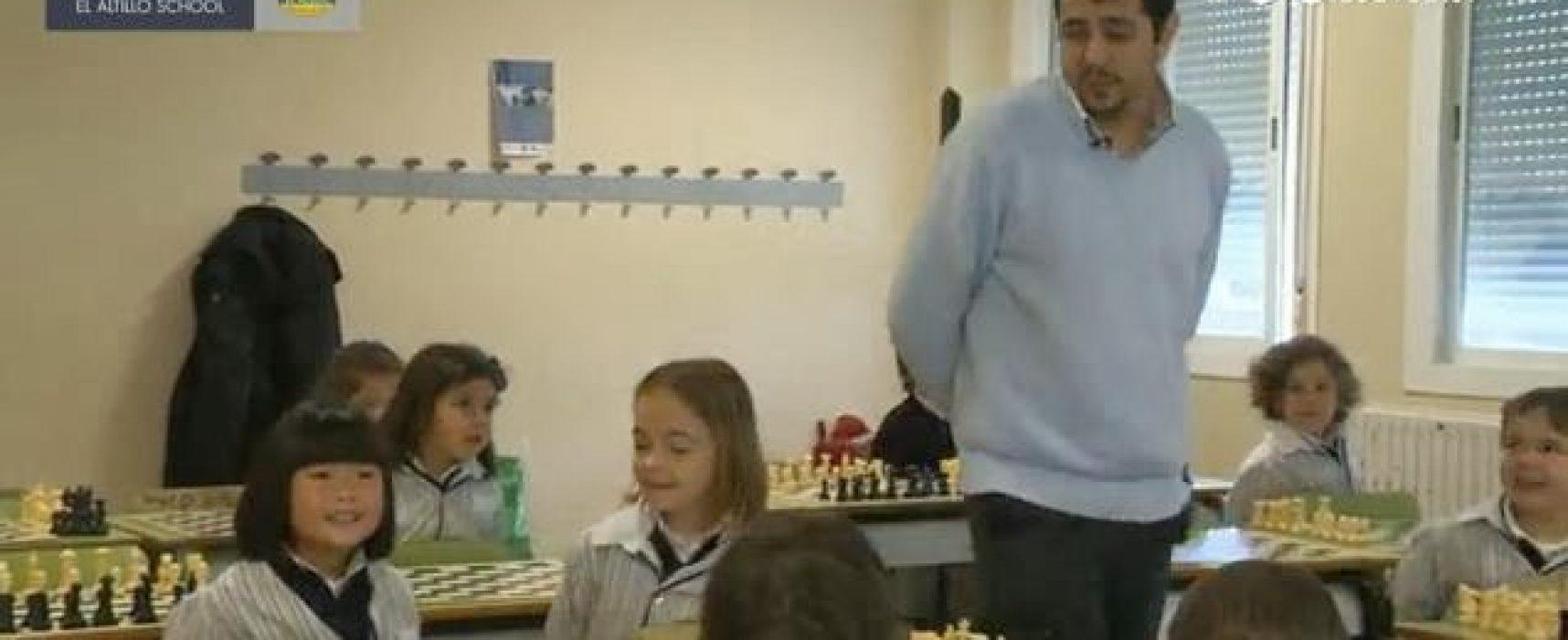 Cap. 20: Entrevista a Daniel Escobar (ajedrez escolar obligatorio) + ajedrez y cine (juego incluido) + AjEdu (mapa escolar)