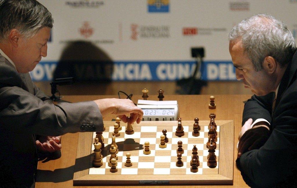 Russian former chess world champions Anatoly Karpov and Gary Kasparov play in Valencia