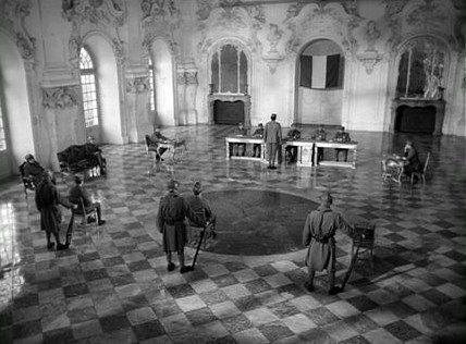 """""""Senderos de gloria"""" (1957). Soldados como peones en un suelo de mármol adamascado"""
