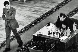"""Es hasta recomendable un paseo de vez en cuando. ¿Estaría Karpov """"huyendo"""" de la posición?"""
