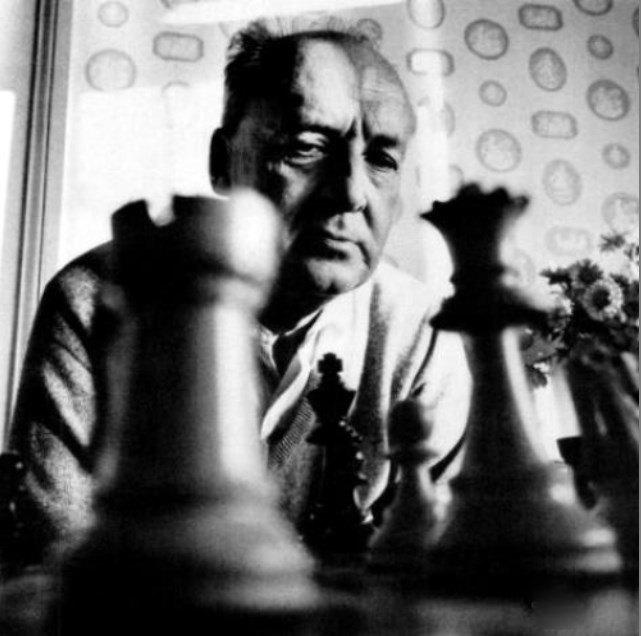 Nabokov con piezas