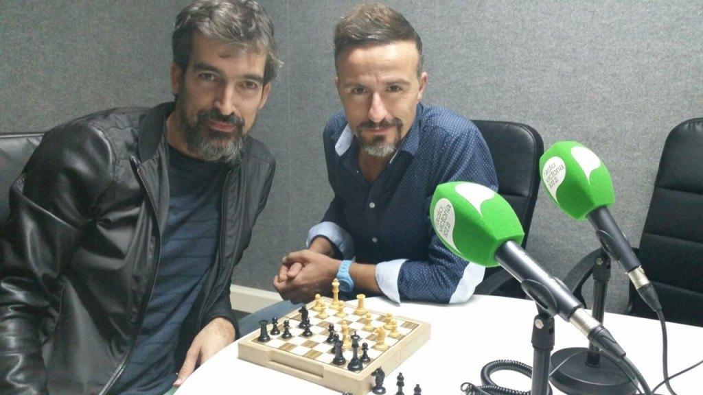Foto radio con Roberto y tablero