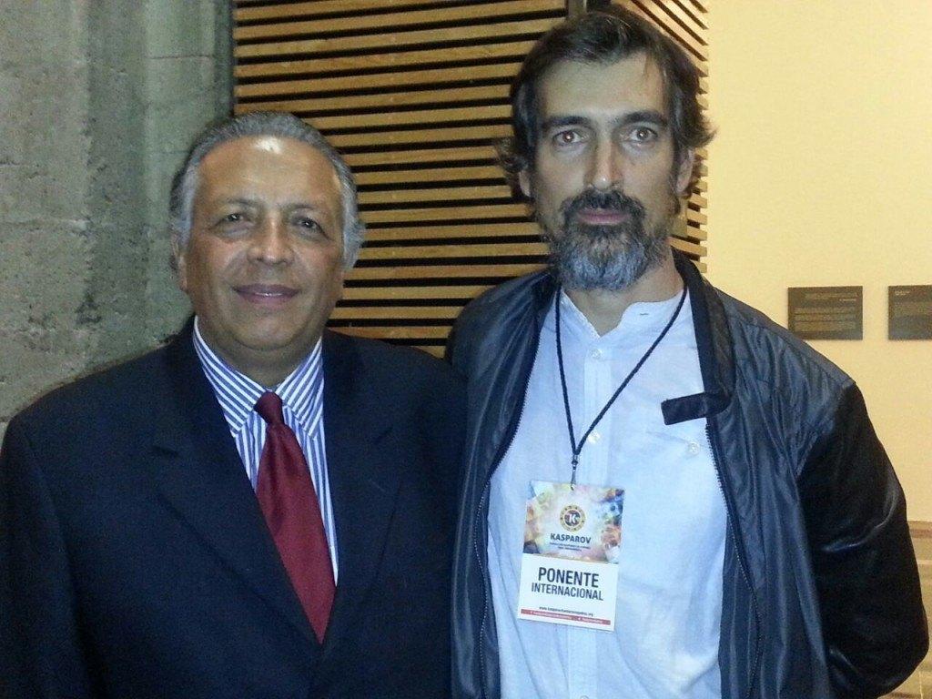 Hiquíngari Carranza, Fundación Kasparov para Iberoamérica (izq.) junto a Manuel Azuaga (Ajedrez Social de Andalucía)