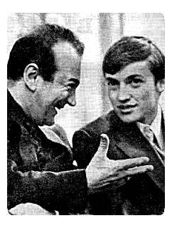 Korchnói (izq.) bromea con Karpov