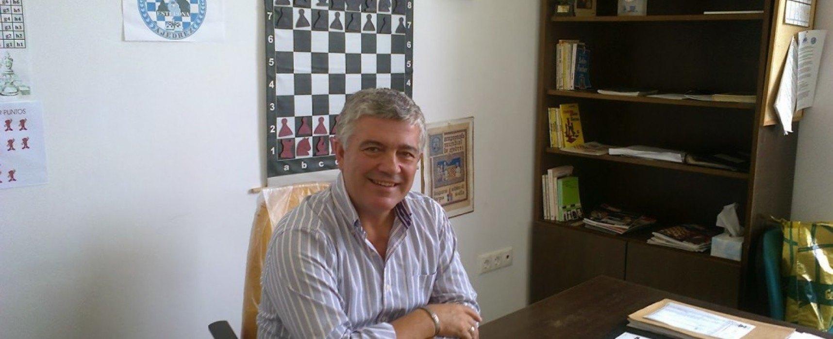 Miguel Abril: 'Estepona es un museo, una ciudad del ajedrez' + 5 películas que hay que ver