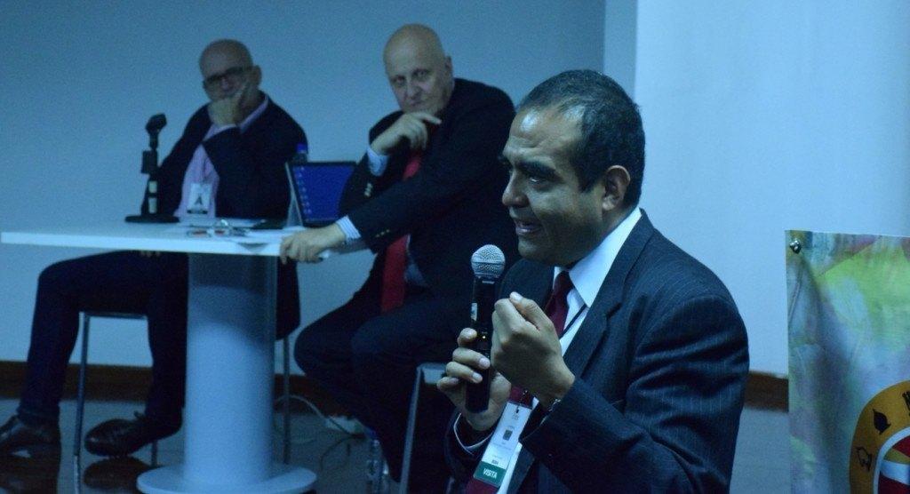 Jorge Sánchez (CNS) se dirige a los funcionarios de prisiones ante la atenta mirada de Montero y Leontxo Gª