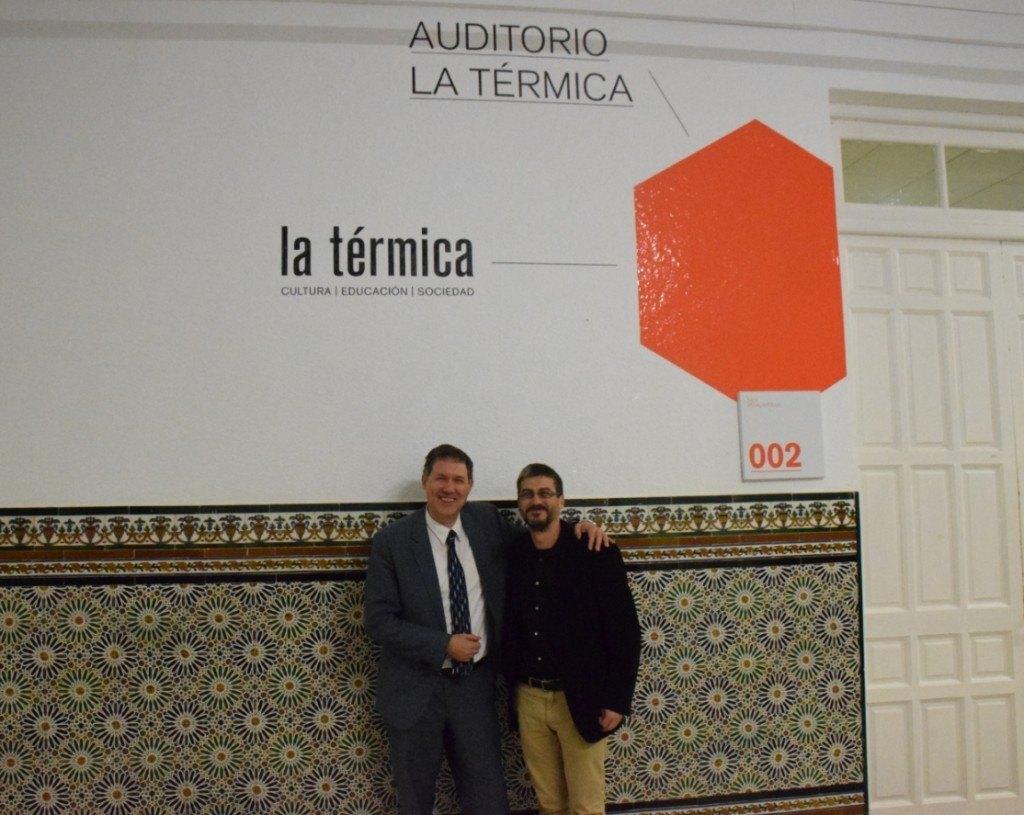 Miguel Illescas junto a Sergio Caballero, monitor y colaborador de Ajedrez Social de Andalucía