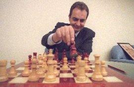 Zapatero jugando al ajedrez. Foto: www.ajedrezdeataque.com