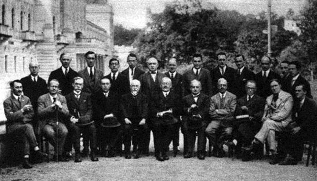 Torneo de Moscú (1925). Carlos Torre aparece de pie, el cuarto por la izquierda