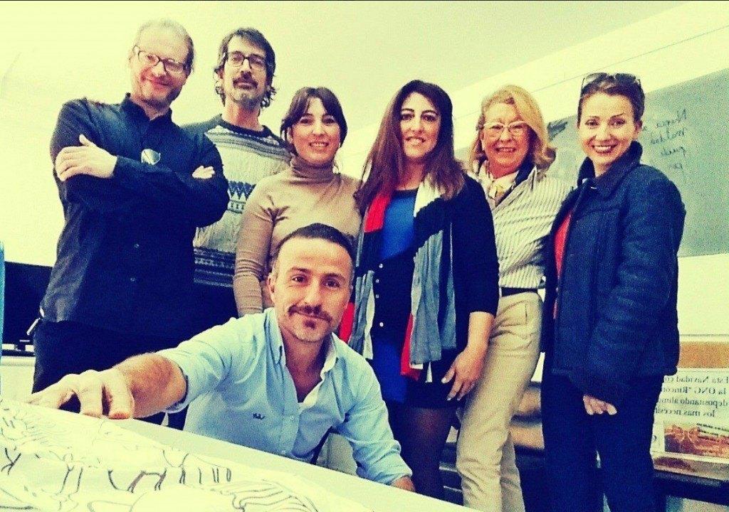Foto de familia en los estudios de Radio Victoria.