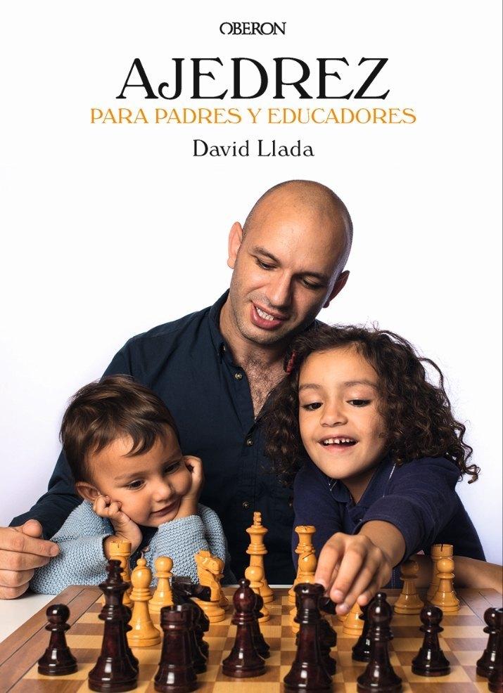 David Llava con sus dos hijas ilustran la cubierta del libro.