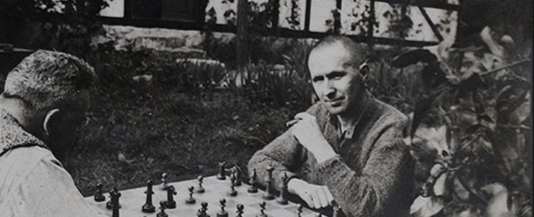 Vicente Valero: «Me hubiera gustado dedicarme al ajedrez con la misma pasión que a la literatura».