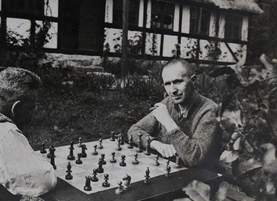 """Vicente Valero: """"Me hubiera gustado dedicarme al ajedrez con la misma pasión que a la literatura""""."""