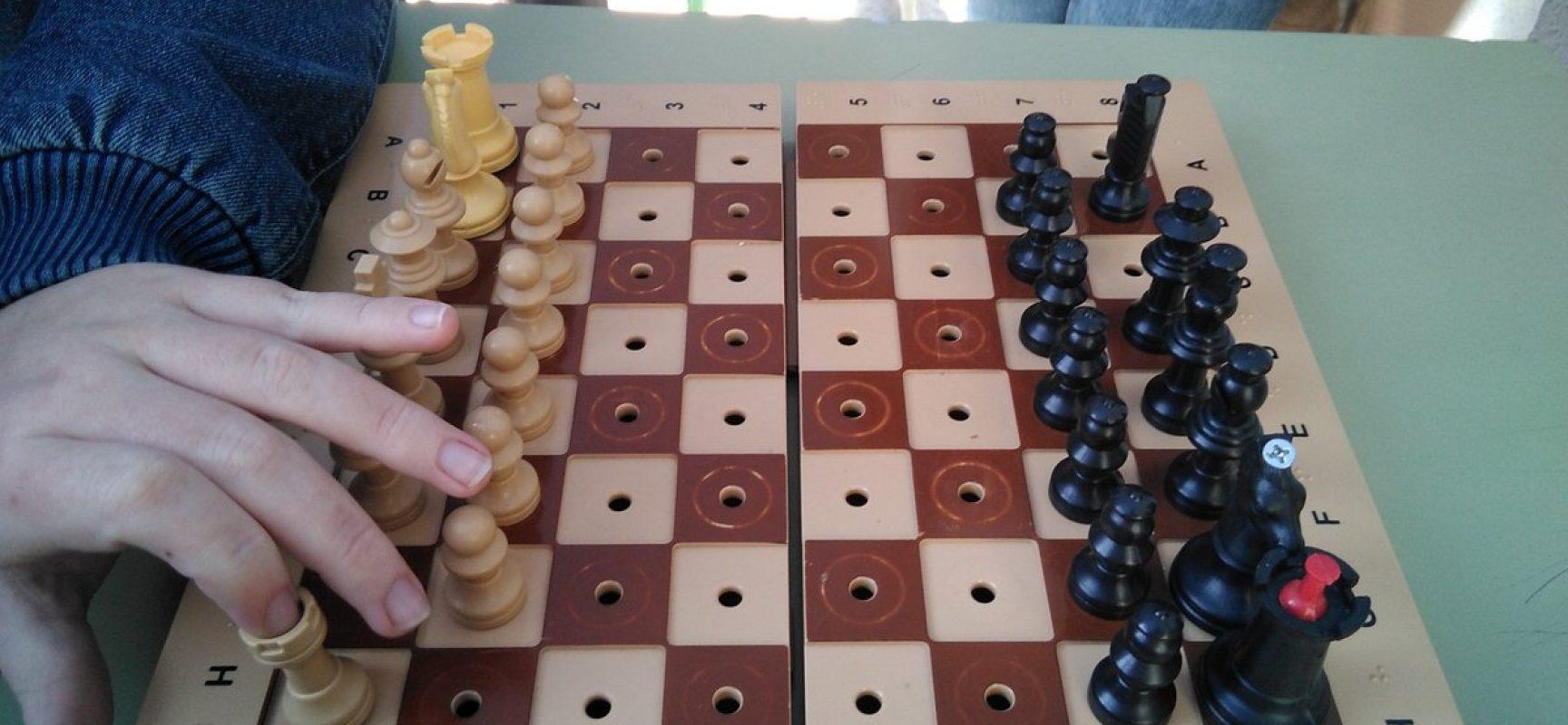 Sergio Rivas, estudiante invidente: «Gracias al ajedrez practico con aquellos juegos de guerra que no había conocido»