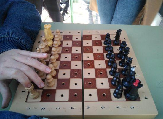 Sergio Rivas, alumno invidente: «Gracias al ajedrez practico con aquellos juegos de guerra que de pequeño no conocí»